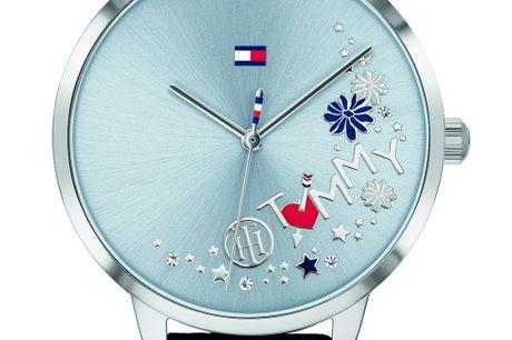Tommy Hilfiger 1781985 Tommy Hilfiger designer og producerer ure i meget høj kvalitet. Urerne er designet af det ikoniske modehus Tommy Hilfiger, som blev stiftet af Thomas Hilfiger i New York. I dag er Tommy Hilfiger et af verdens største modehuse. De e