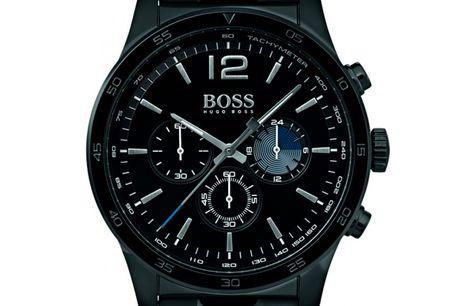 """Hugo Boss Proff 1513528 Det ikoniske designhus Hugo Boss har med deres nye serie af ure """"Proff"""" hævet baren for kvalitet og design. Hugo Boss Proff tager udgangspunkt i det klassiske herreur. Hugo BossProff 1513528 et et flot all-black herreur, der er"""