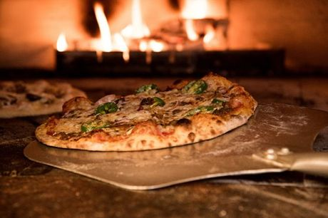 Venha descobrir a verdadeira pizza italiana em forno de lenha no coração da cidade de Lisboa. Na Alberto's Pizzaria, rodízio de pizzas com bebida incluída por apenas 31,50€
