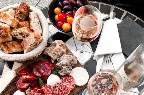 Este Menu de Petiscos da Taberna da Baixa leva-o numa viagem pelos sabores mais portugueses de Portugal. Aproveite agora, para 2 pessoas, por apenas 29,90€