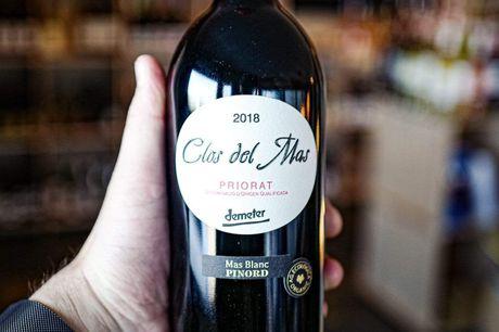 Clos del Mas 2018 Mas Blanc Pinord D.O.Q. Priorat Bio Demeter. En vaskeægte kraftpræstation af en rødvin, der med sin høje smagsintensitet og frugtighed beviser, at biodynamiske vine sagtens kan lege med helt i toppen blandt de bedste kvalitetsrødvine Vig