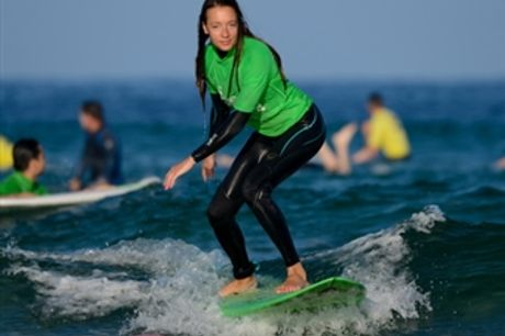 AULA de SURF para 1 Pessoa com Duração de 1h30 em CARCAVELOS por 9€. Experiência a Não Perder!