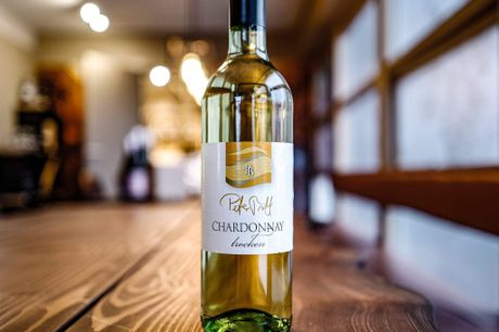 Peter Bott Chardonnay Trocken. I kender allerede de bedstsælgende Pinot Gris og Riesling fra Peter Bott - nu et vanvittigt tilbud på Chardonnay fra samme producent! Få fat i 6 flasker af denne vin for KUN 270,- inkl. fri fragt! DenneChardonnay fra Peter