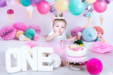 """£9 instead of £84 for a one-hour first birthday Cake Smash photoshoot at Glasgow Family Photography including two 8"""" x 6"""" and three 5"""" x 7"""" prints - save 89%"""