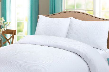 Sov godt med flot, nyt sengetøj lavet af blød og behagelig bomuldssatin, der er både åndbart og slidstærkt. Sengesættet har et stilrent og luksuriøst look og fås i et udvalg af moderigtige farver. Vælg ml. flere størrelser.