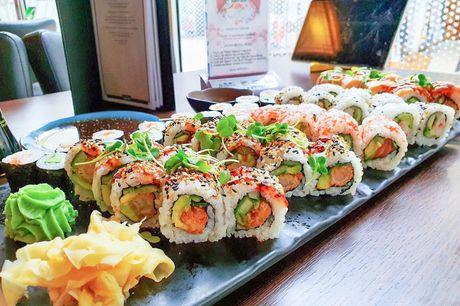 Yami Sushi disker op med 58 stk. af deres mest populære sushivarianter. Har du endnu ikke været forbi den lille sushishop i Viby, så kan du godt begynde at glæde dig. Her står de nemlig klar til at kreere en smuk og smagfulde menu, som du kan nyde hjemme.