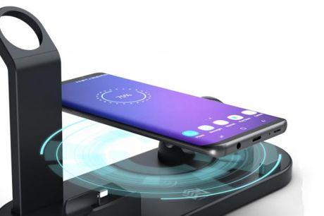 Multifunktionel oplader Opladerstationen passer til smartphones og tablets med USB C eller mikro USB stik og sørger for en hurtig opladning. Vælg mellem farverne sort, sølv og hvid.