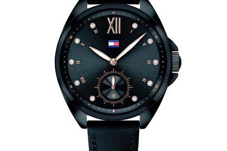 Tommy Hilfiger 1781991 Tommy Hilfiger designer og producerer ure i meget høj kvalitet. Urerne er designet af det ikoniske modehus Tommy Hilfiger, som blev stiftet af Thomas Hilfiger i New York. I dag er Tommy Hilfiger et af verdens største modehuse. De
