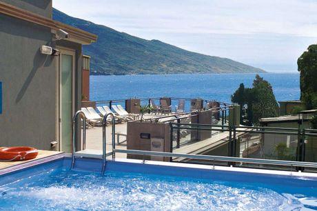 Oplev Italiens charme og de smukke omgivelser ved Gardasøen. 4 dage inkl. - 3 overnatninger m. morgenmad - 3 x 3-retters middag med salat buffet - 1 x velkomstdrink - Tagterrasse m. pool og jacuzzi - Gratis internet