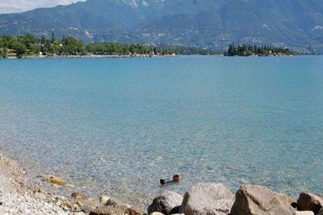 Tag på sommerferie i den hyggelige ferieby Manerba del Garda ved Gardasøen. 5 dage inkl. - 4 overnatninger m. morgenmad - 4 x 2-retters menu med drikkevarer inkluderet - 1 x besøg i Franzosi vinkælder - 1 x velkomstgave - 1 x 1 besøg på Pra de la Fam i Ti