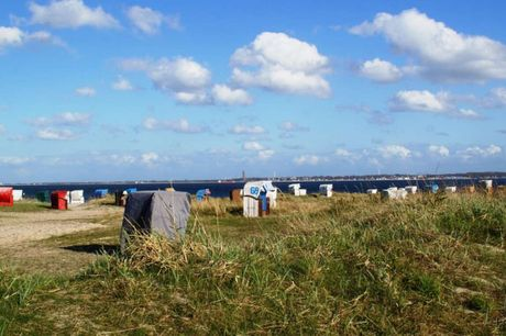 Tag på miniferie ved Østersøen og nyd den friske havluft. 3 dage inkl. - 2 overnatninger m. morgenmad - 1 x 2-retters menu - 1 x velkomstdrink - 1 fl. vin på vær. til deling - 1 fl. vand på vær. til deling