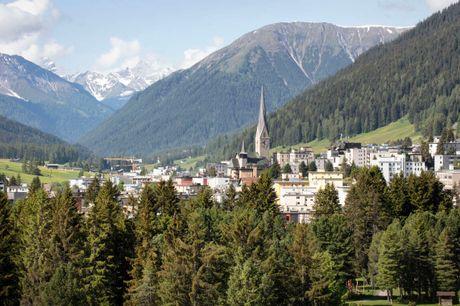 Tag på aktiv ferie i de schweiziske alper - sommer eller vinter. 6 dage inkl. - 5 overnatninger m. morgenmad - 5 x 4-retters menu - 10% rabat i Outlet Shopping Center - Gratis internet - Adgang til wellness og fitness