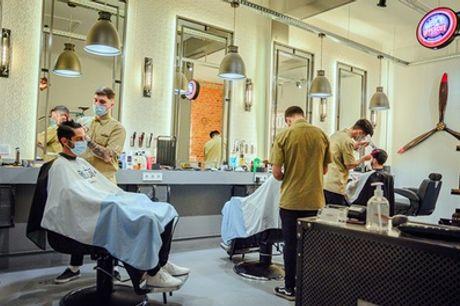 Sesión de peluquería con opción a afeitado y peeling para hombre en Barbería Docklands (hasta 45% de descuento)