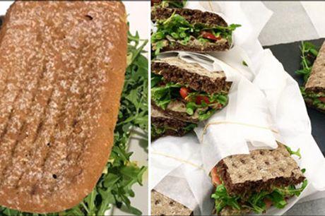 Nemt og lækkert på farten - eller spis i den hyggelige cafe.. - Lækker sandwichmenu for 2 hos Kaffestuen Vesterbro. I får 2 x sandwich og 2 x kildevand, vælg mellem forskellige sandwich. Værdi kr. 208,-