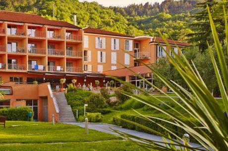Bo på 4-stjernet hotel med wellnessafdeling og tæt på stranden. 5 dage inkl. - 4 overnatninger m. morgenmad - 4 x aftenbuffet - 1 x kaffe og kage m. 1 gl. vand - 1 x velkomstdrink - Adgang til strand og pool