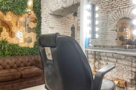 Sesión con lavado, corte y peinado y opción a tratamiento, tinte y/o mechas en Maketube (hasta 77% de descuento)