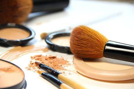 Aprenda como realçar os pontos fortes do seu rosto e quais os truques para se sentir ainda mais bonita e confiante. Aproveite agora, para 1 pessoa, Workshop de Maquilhagem por apenas 49,90€