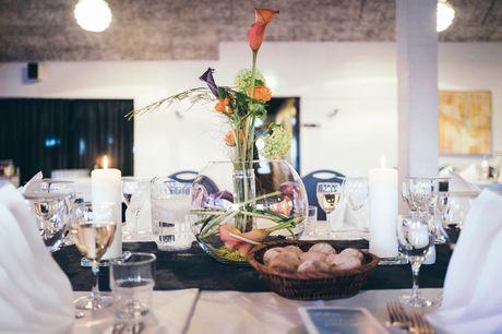 Gastronomisk ophold i Lemvig. Glæd jer selv med et ophold på Hotel Nørre Vinkel i Lemvig, der byder på gastromiddag med tilhørende vinmenu, overnatning og morgenbuffet. Vælg mellem 1 eller 2 overnatninger