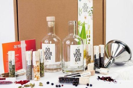 Do Your Gin Sæt. Har du altid drømt om at lave din egen gin? Nu har du chancen og hov, fri fragt til døren v/1 sæt! Med dette super fede sæt fra Do Your Gin, kan du lave din helt egen gin, og dennefantastiske gaveæske indeholder alt det der skal til. De