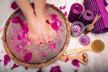 Cuide dos seus pés com este tratamento completo que inclui pedicure e tratamento a laser às unhas. No espaço Beleza Pura, para 1 pessoa por apenas 49,90€