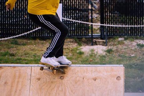 Já alguma vez se aventurou em cima de um skate? Se não, esta é a oportunidade perfeita para o fazer. Para 1 pessoa, 1 aula por apenas 14,9€