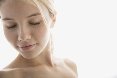 Peeling al viso con acido glicolico o mandelico più microneedling (sconto fino a 76%). Valido su 2 sedi