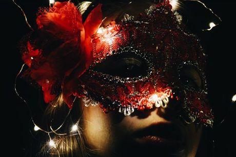 No ultimo sábado de cada mês temos encontro marcado no Baile de Máscaras Online organizado por Cecília Sousa. Vista-se a rigor e divirta-se sem sair de casa. Para 1 pessoa por apenas 7,9€
