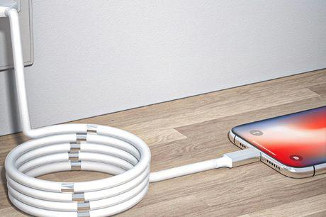 Easy Coil magnetisk lightning laderkabel - 1.8m hvid .  Med vores smarte Easy Coil magnet opladerkabel er det slut. De smarte magneter gør, at du slipper for rod og sammenflettede kabler, hvilket gør det oplagt til både bil og i hjemmet.  .    .  Kablet e