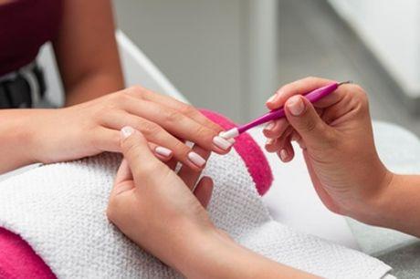 2 sesiones de manicura y/o pedicura normal o semipermanente en Lola Nails & Beauty