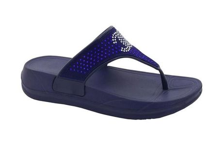 £7.99 for a pair of girls navy flip flops from Shoe Fest!