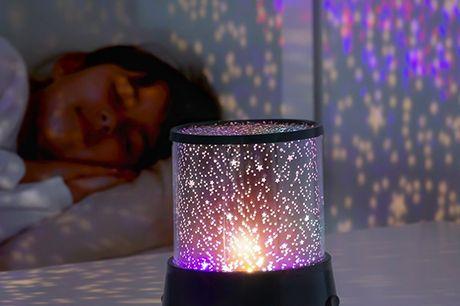 LED stjerne projektor. Denne LED beroligende lampe er perfekt til at dekorere børneværelserne, da den byder på spænding hver nat, når børnene kan nyde deres helt egen stjernehimmel Specifikationer:   Består af ABS  Let, komfortabelt og praktisk design