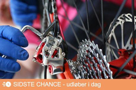 Cykelklargøring Her sørger de for et grundigt eftersyn af din cykel. Kæden strammes og smøres, cyklen får en total rengøring, gear bliver tjekket og justeret og meget mere.