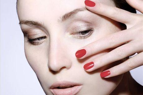 Dê cor e durabilidade às suas unhas! No Studio Seven Cabeleireiros, manutenção ou aplicação de gel ou acrílico para  1 pessoa a partir de 19,9€