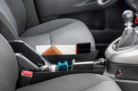 Organiser til bilen 2 stk. Det er en behagelig og praktisk opfindelse, som gør det muligt at man altid ved hvor de nyttige og nødvendige ting i bilen er   Det kan være kort, notesbøger, kuglepenne, nøgler, mobiltelefoner, opladere osv. Organiseren passer
