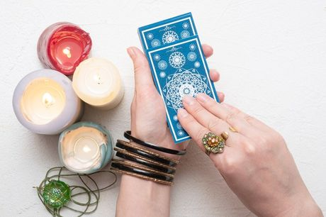 £4 for the choice of an online question or future reading from Melissa Psychic