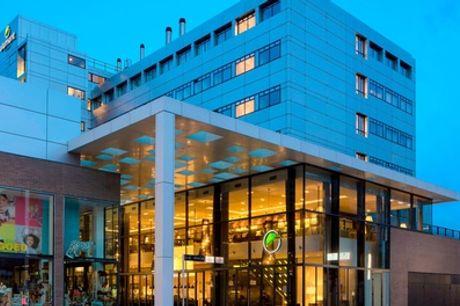 Studio incl. welkomstdrankje, ontbijt, late check-out en parkeerkorting, naar keuze met diner in 4* Element Amsterdam