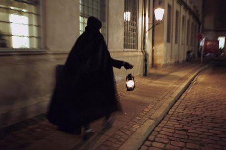 En tur om Københavns natmænd.  København: Ghosttour Følg i natmændenes spor rundt i København og opdag en side af Danmarks historie som i mange år har være glemt. Tidsrejsen vil tage dig flere hundrede år tilbage til natmændenes makabre daglige opgaver og