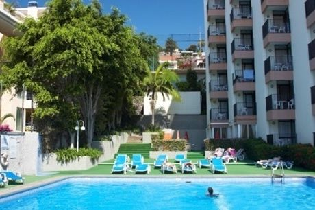 MADEIRA: 2 Noites no Funchal no Bungavília Studio Hotel, Voo de Lisboa, Porto ou Faro, Transferes e Seguro.
