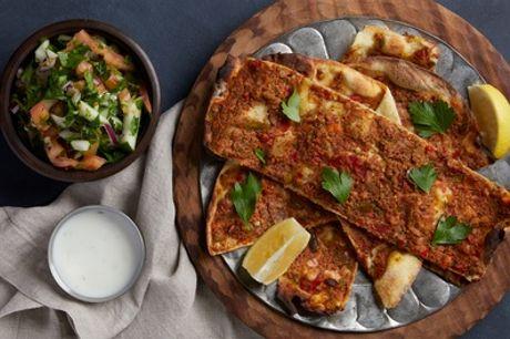 Lahmacun mit Salatbeilage inkl. Soft-Getränk zum Mitnehmen bei Örnek Lahmacun Grillhaus (bis zu 31% sparen*)