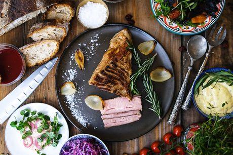 Afhent en dejlig forårsmenu fra Madfolk med bl.a. lakserilette, bearnaise, hjemmebagt surdejsbrød, langtidstilberedt kalvesteg, salat og panna cotta til din næste sammenkomst eller fest. Dealen kan indløses helt frem til august 2021.