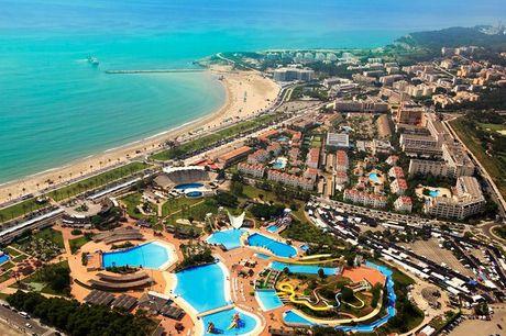 Spanien: 8, 11 eller 22 dages luksusophold - Valgte antal overnatninger på 4* Hotel Estival Park, La Pineda - Morgen- og middagsbuffet alle dage - 2-3-6 invitationer til hotellets frokostbuffet på valgfrie dage - Fri entré til V.I.P. spa og Aquum fitness