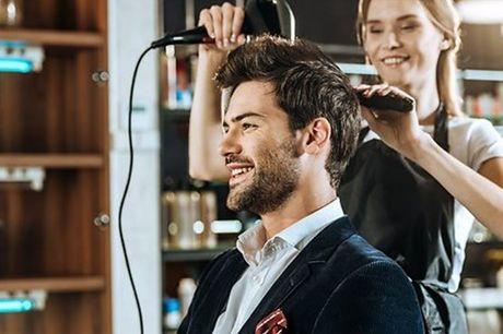 Arrisque num novo corte de cabelo para arrasar na nova estação! Para 1 pessoa, aproveite agora um corte no Mayas Cabeleireiros & Oficinas de Beleza por apenas 5€