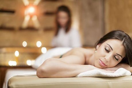 Faça uma pausa, respire e deixe-se levar pela tranquilidade do momento. Aproveite agora este pack de 3 massagens - relaxante, terapêutica e de Pindas - para recuperar energias e livrar-se do stress acumulado. Para 1 pessoa por apenas 59,9€