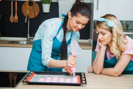A two-hour in-person macaron making class at Ann's Smart School of Cookery. Highlights A two-hour masterclass at a highly regarded cookery school Just £30 to master this classic French confection Located in Canary Wharf Time Out says If you've ever had a