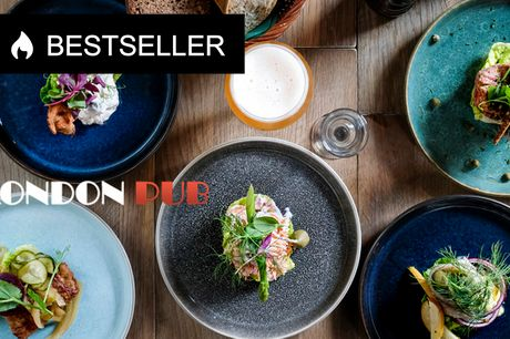 Hjemmelavet frokost på London Pub . Engelsk charme, autentisk pubstemning og danske smage
