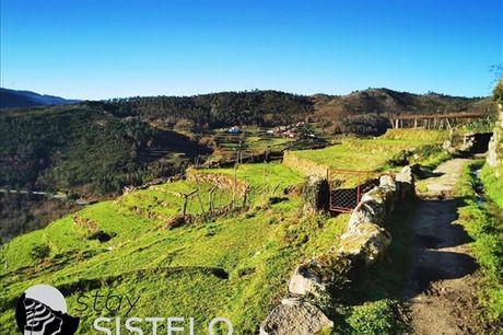 """Na zona pitoresca do Sistelo, vencedora de uma das """"7 Maravilhas de Portugal - Aldeias Rurais"""", aproveite o ar puro da Montanha!  Para 4 pessoas, noite em casa T2 a partir de 74,9€"""