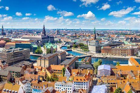 Tag på skattejagt i København Du ser dine venner og København på anden måde, hvor I skal finde frem til 6 forskellige poster ved hjælp af fakta, gåder og sangtekster. Gåturen sker i jeres eget tempo, og der er masser af muligheder for at stoppe undervejs