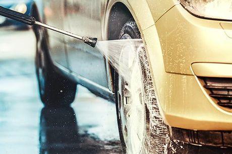 Ud- og indvendig klargøring af din bil Let voks • Vask af fælge • Dækshine • Benzin dæksel + sprækker • Støvsugning af hele kabinen • Plastikrens • Vinylbehandling • Vask af askebæger • Vask af ruder indvendigt + udvendigt • Mulighed for frisk duft i bile