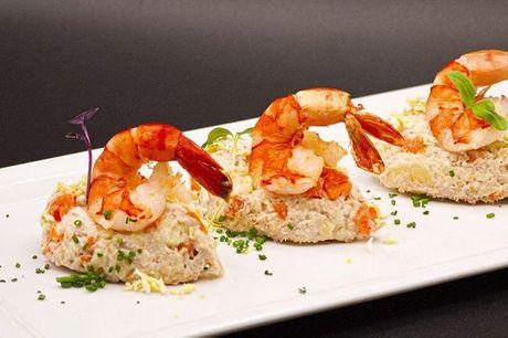 Spis med 33%. Pintxos: Pintxos' spanske kokke tilbereder autentiske tapas herligheder.