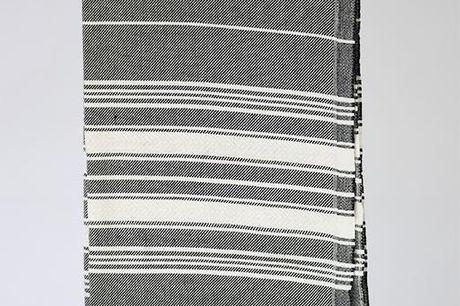 Lille Hammam multistripe Black. Man kan også få de klassiske hammam håndklæder i mindre udgaver, de passer smukt ind i badeværelset eller gæstetoilettet. 100% bomuld Vaskes ved 30-40 grader - tumbles ikke